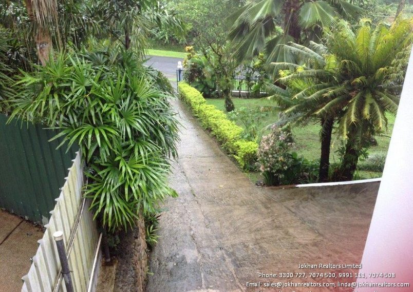 terrace-view-to-driveway
